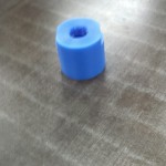 円柱状の製品なら、タップも立てられる旋盤加工